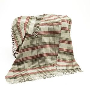 New Ireland Pure New Wool Throw Blanket Green Red